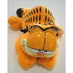 plyšový Garfield na břiše, plyšová hračka